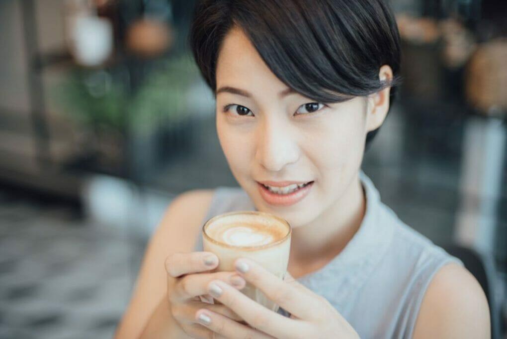 schöne asiatische Frau 1024x684